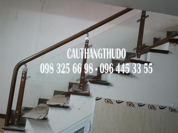 Cầu thang tay vịn nhưa (1)