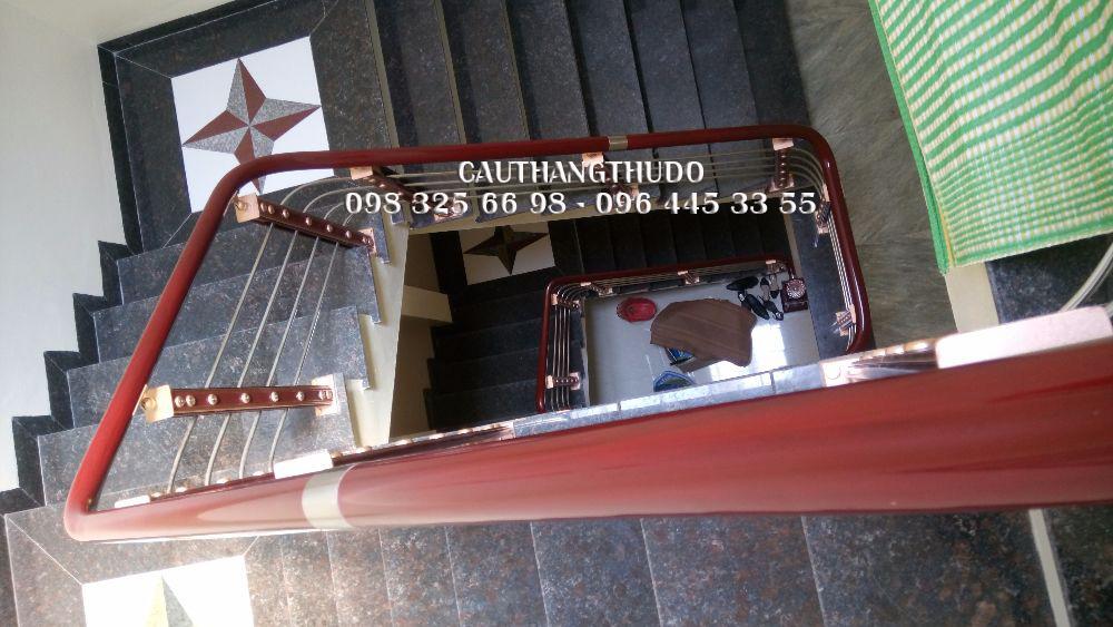 Cầu thang tay vịn nhưa (2)